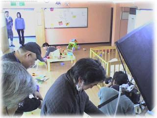 主演の伊藤裕子さんとベンガルさんの本番中の様子