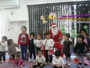 サンタさんとみんなで写真を撮りました。